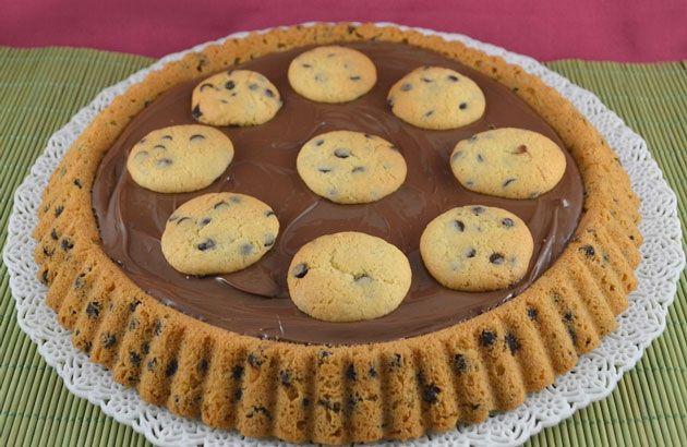 Tarte renversée façon cookie au Thermomix, recette d'une tarte comme un cookie géant garnie de nutella, facile à faire pour le goûter des enfants.
