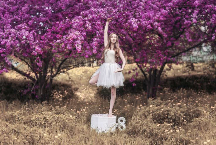 Music box Mod. Iga Jasiuk   #dancer #photography #art #photoshoot #spring #girl #beautiful #blonde #blossom #ballet #ideas #natura #flowers #art #colorful