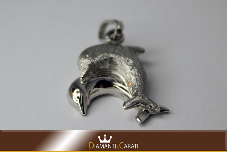 Ciondolo Oro bianco Delfini www.diamantiecarati.com