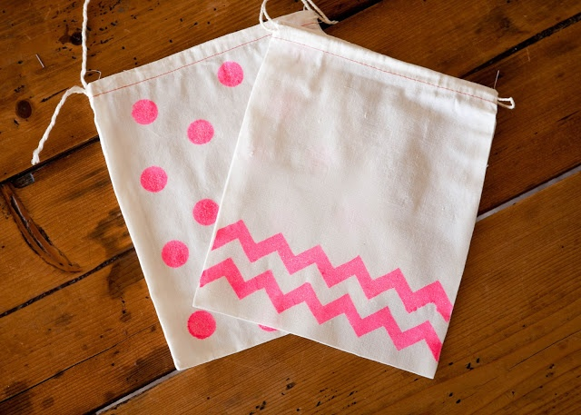 Finley and Oliver: DIY Neon Gift Bags