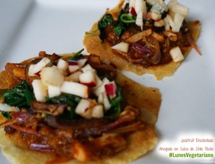 Jackfruit encebollada ahogada en salsa de chile pasilla receta lunes vegetariano