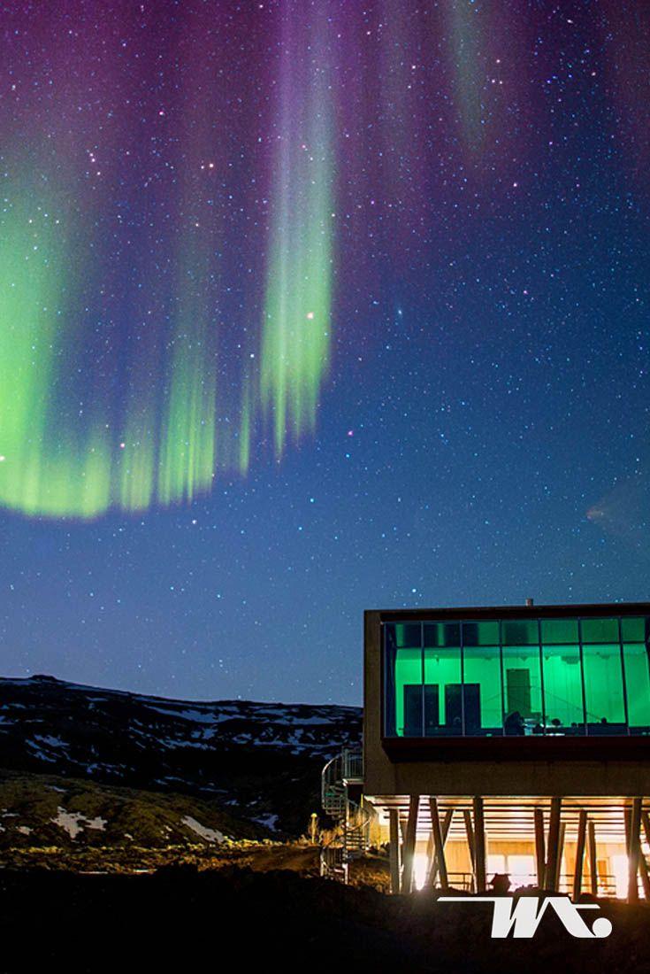 Banyak hotel di Iceland yang menawarkan pemandangan luar biasa. Seperti di Ion Adventure Hotel di Nesjavellir, Iceland, Anda akan disuguhi pemandangan cahaya alam yang memukau, Northern Lights dari jendela kamar Anda. Tidak hanya itu, hotel ini juga memiliki panorama medan pegunungan berlava dan berdekatan dengan danau terbesar di Iceland yakni Thingvallavatn. Selain itu, Anda dapat menyambangi Taman Nasional Pingvellir serta sumber mata air panas di Geysir