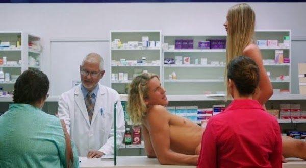 Una marca de condones que te invita a desnudarte y a probarlos en la farmacia