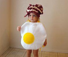 """A May fantasiando as crianças de """"café da manhã favorito"""" (aka coisa mais gostosinha da mamãe)"""
