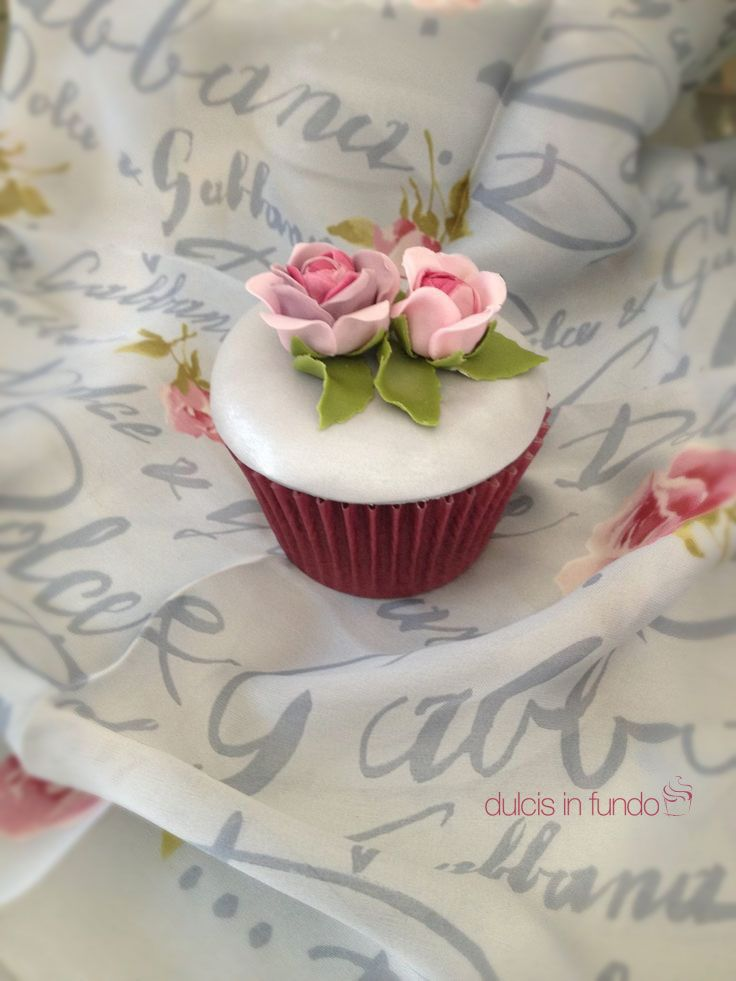 Cupcake Rose & Dolce & Gabbana by dulcis in fundo