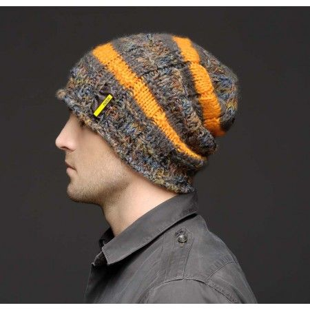 Стильна мужская шапка