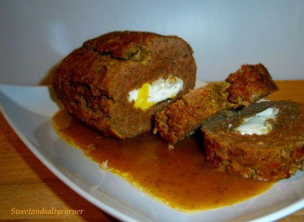Polpettone di carne e uovo sodo