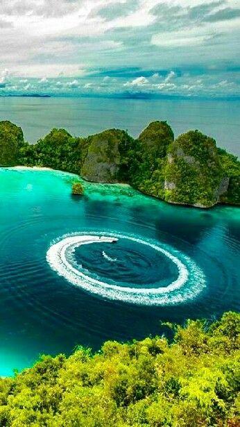 El Archipiélago de las Islas Raja Ampat, esta situado en Indonesia al Noreste de la Península de Doberai.