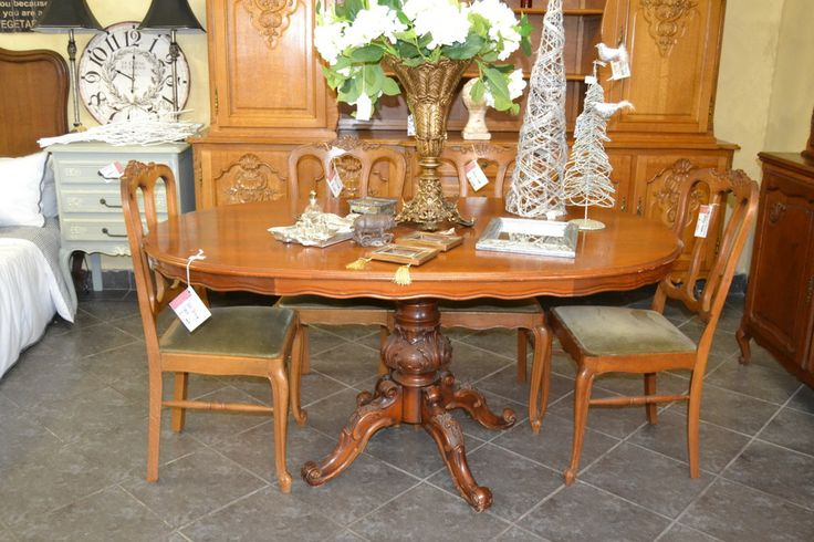 Gorgeous detail on the leg of this vintage oval dining table