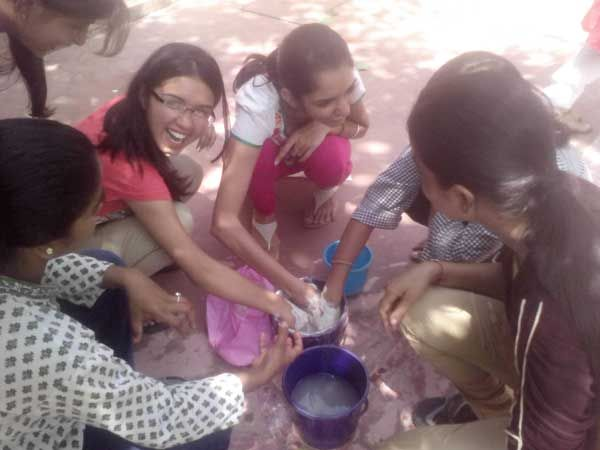 Learning to make fossils of leaves etc. with plaster of paris. Workshop: Whispers of Nature; Facilitator: Sunaina; Venu: The Gnostic Centre; Date: 17 Aug 2014; Participates: Students (Ecology group), Gargi College, Delhi University.