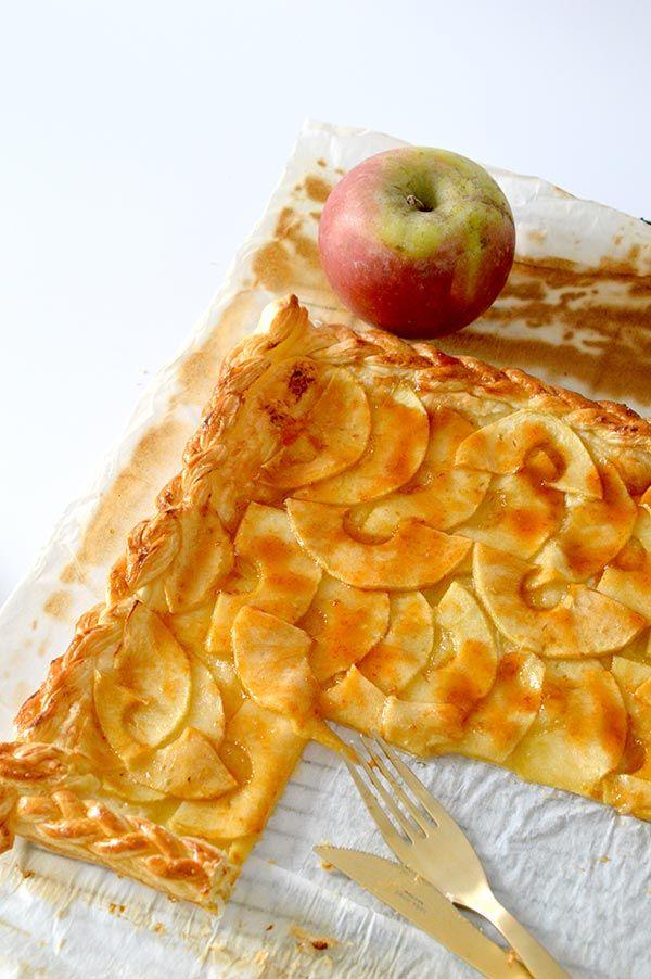 Esta tarta de manzana se hace en un periquete y ademas esta buenísima. con tan solo 5 ingredientes es perfecta para merendar!