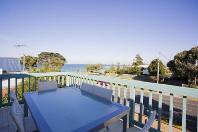 Surfcoast Holiday Rentals on the Great Ocean Road, accommodation and holiday homes in Torquay, Anglesea 6 Bedrooms