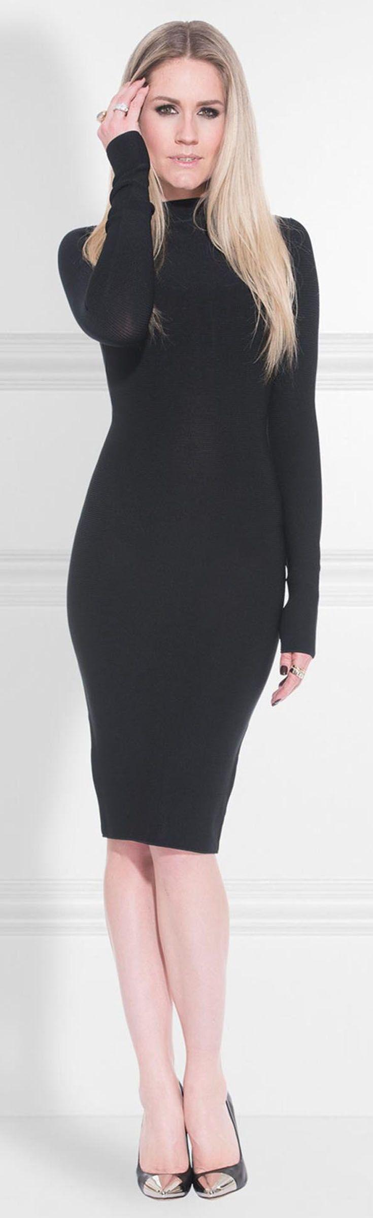 Nikkie jurk Jaleesa Dress. Uni aansluitende jurk met rits aan de achterzijde. Draag hem met stoere boots voor overdag en in de avonden met een high heel. Little Black Dress  - LBD.
