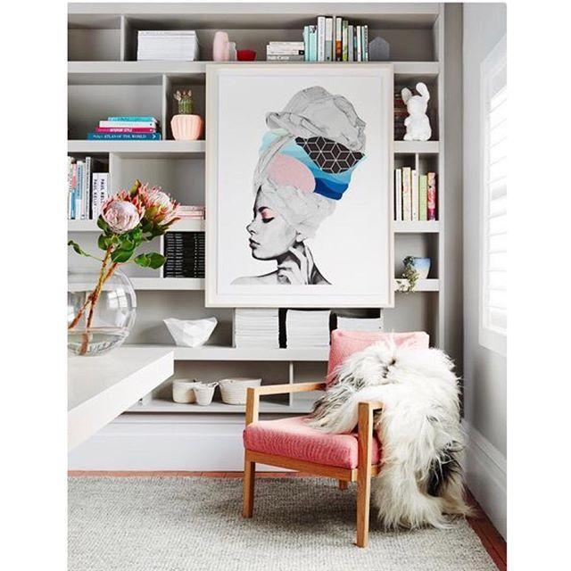 WEBSTA @ apto41 - •• • morning ❄️ aconchegante // delicado // feminino •• • organização de estante linda p/ inspirar • via @stylecuratorau • #apto41inspira #homedecor #decor #home #decoracao #decoração #interiorstyle #interior