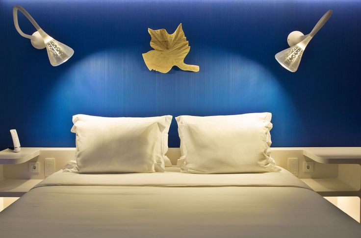 Two #Pipe walls above this bed ► http://www.artemide.com/prodotti/scheda-architectural.action?data.catalogoId=0&idSubfamily=3360890 #design Jacques Herzog & Pierre de Meuron Hotel Sana Evolution, Lisboa ~ Portugal | N L A Nuno Leónidas Arquitecto | Light by Fóton Iluminação