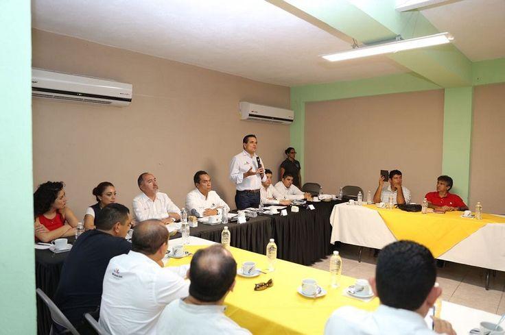 Lo anterior al presidir una reunión con integrantes de la sociedad civil de Nueva Italia, en el municipio de Múgica, con quienes se comprometió a trazar entre ciudadanos y Gobierno ...
