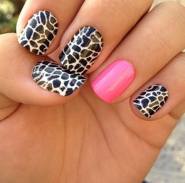 Giraffe print and hot pink accent nail.