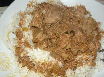 Dinsztelt csirkemáj rizzsel: Nagyon egészséges, finom étel! AJánlom mindenkinek! :) Én mindig savanyú káposztát is kínálok hozzá! http://aprosef.hu/dinsztelt_csirkemaj_rizzsel_savanyu_kaposztaval