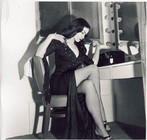 Maila becomes Vampira at her make-up table from 1955.