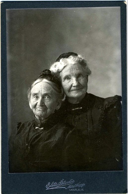 Circa 1890. Pioneer Women. I LOVE these ladies! Too cute!