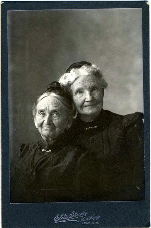 Circa 1890. Pioneer Women. I LOVE these ladies! Too cute!