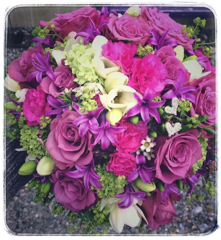 New Orleans roses, alchemilla , carnations, hyacint, freesia, viburnum and waxflowers 💕💜