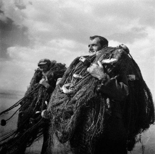 Ψαράδες στη λίμνη Αγίου Βασιλείου. Μακεδονία, γύρω στα 1950 Βούλα Θεοχάρη Παπαϊωάννου