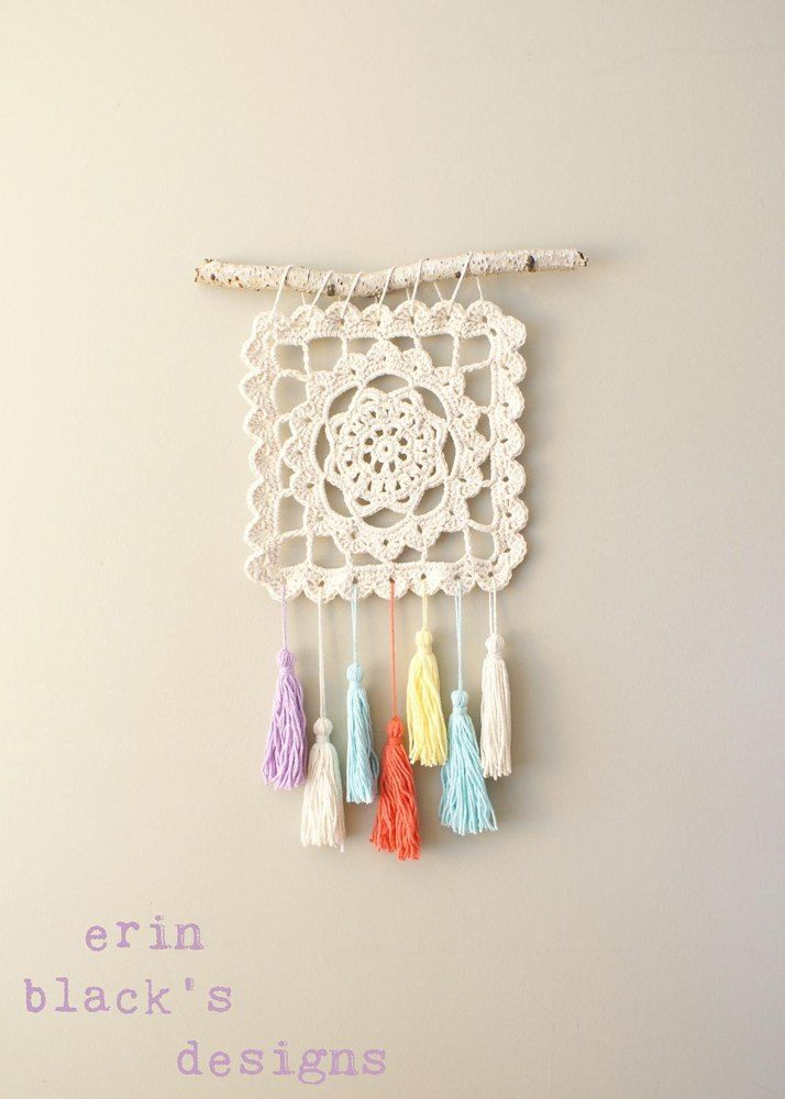 Make your own modern Granny Square Wall Hanging with this crochet pattern. This pattern includes complete instructions for how to make and assemble the wall hanging and crochet patterns for the granny square and tassels. These written instructions also include photos for pattern clarification making it an easy to follow how-to.