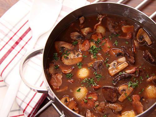 Höstgryta med brown ale och plommon | Recept från Köket.se