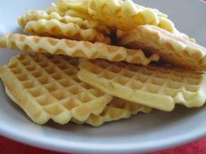 Waffle semplici-Ricetta waffle molto gustosi, ricetta molto semplice e veloce