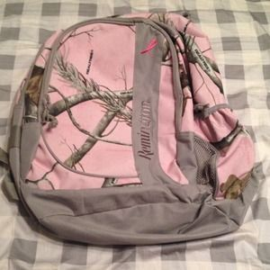 Realtree Other - Pink Realtree camo backpack