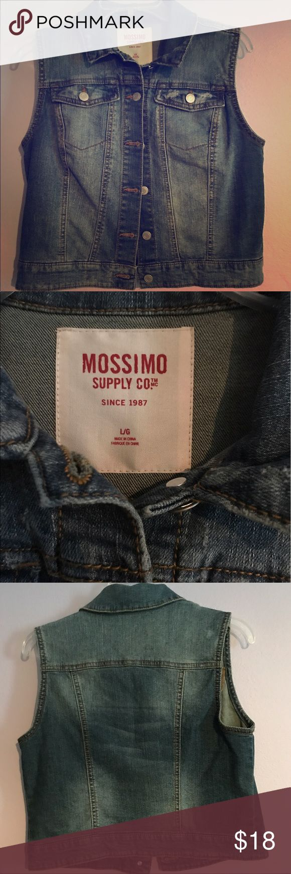 Mossimo sleeveless denim jacket Above the hips, lightweight denim jacket. Perfect for summer days or layered year-round! Match this with a button down plaid for a country vibe, or dress it up with a sundress and flats! 😍 Mossimo Supply Co. Jackets & Coats Jean Jackets