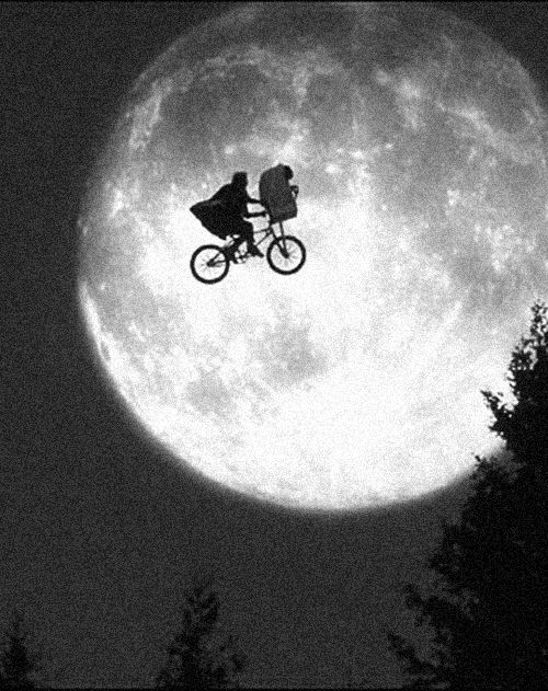 E.T. 1982. S) #levelovolant http://levelovolant.blogspot.com.es/ Found on cruello.tumblr.com