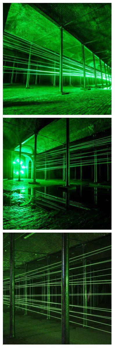 Это здание, которое стоит в High Park Street, одно из многих необычных мест, которые были превращены в художественные галереи в этом году для Ливерпуль Биеннале. Немецко-американская художница Рита МакБрайд создала потрясающую, масштабную световую инсталляцию, стремящуюся олицетворить портал между реальным и вымышленным мирами. #светодиоды #световаяинсталляция #светодиоднаяинсталляция #световаяанимация #световоешоу #масштабнаяинсталляция