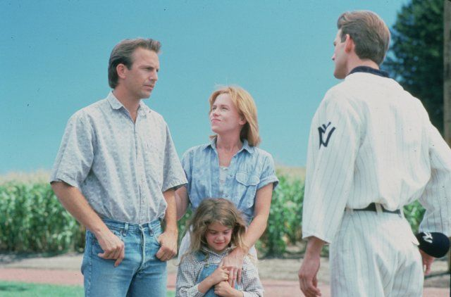 Still of Kevin Costner, Gaby Hoffmann and Amy Madigan in Field of Dreams (1989)