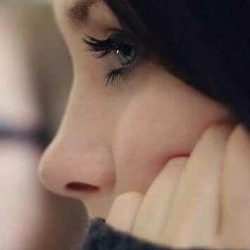 عيناه حقاً بالجمالِ تفرّدت ، وتمرّدَت حتى سُقيتُ هواه عيناهُ اللهُم فاغفِر زلّتي ، إنّي فُتنت ولَم اتُب ربّاه