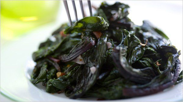 Sautéed Beet Greens With Garlic and Olive Oil - NYTimes.com