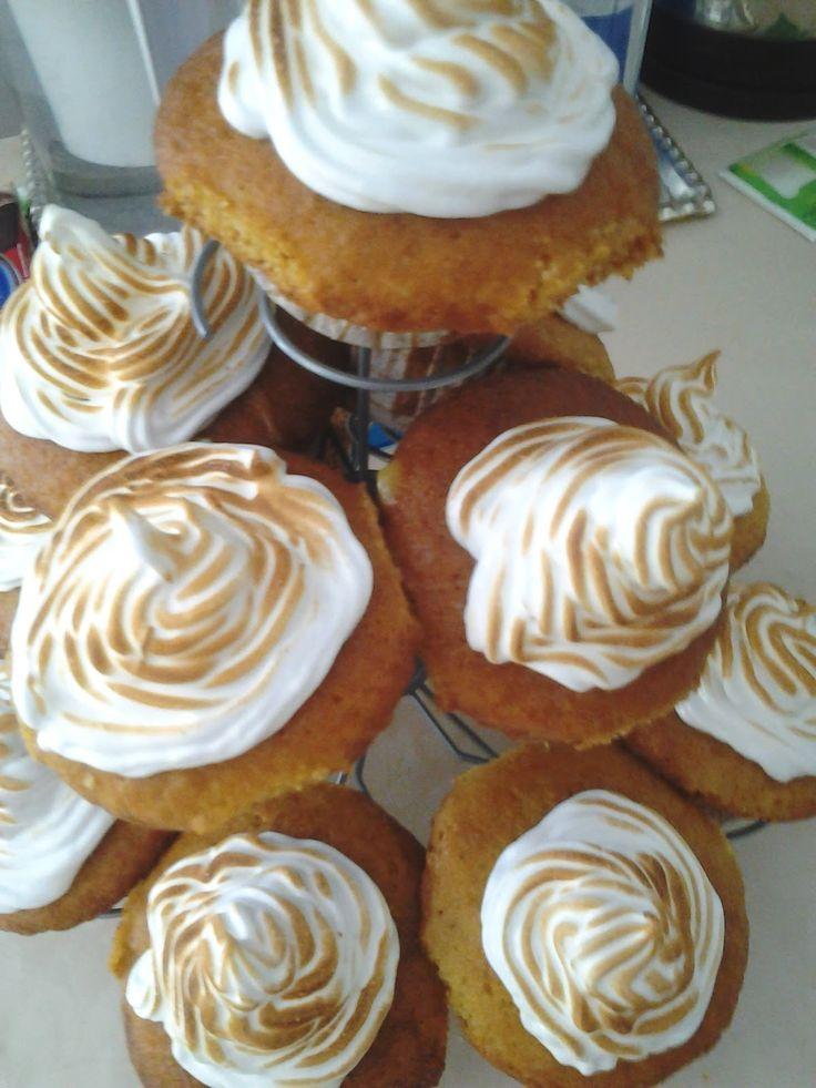 Az elmúlt két hét alatt a kövekező gyümölcsös muffin recepteket kaptam a játékra: 1., Csepregi Zsuzsanna Citromhabos muffint készített: ...