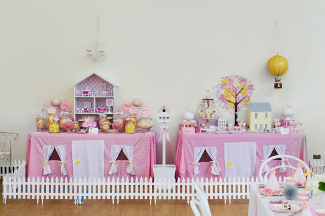 Dollhouse-themed party tables
