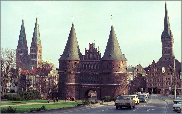 Expressive Vitrine An Der Marienkirche: 1000+ Ideas About Marienkirche Lübeck On Pinterest
