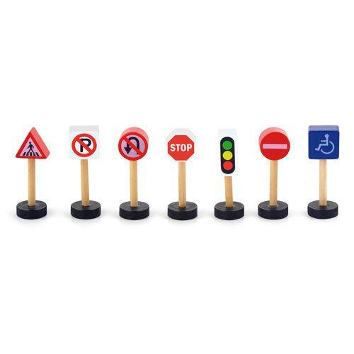Viga Ξύλινα Σήματα Κυκλοφορίας 50817. Συνδυάστε το με ξύλινο αυτοκινητόδρομο, σιδηρόδρομο και κάντε το παιχνίδι σας πιο διασκεδαστικό.