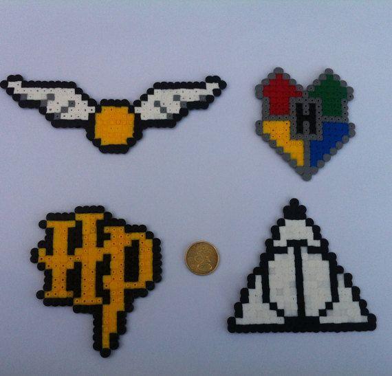 bonjour! Aujourd'hui je vais vous montrer comment faire des symboles Harry Potter avec des perles Hama.