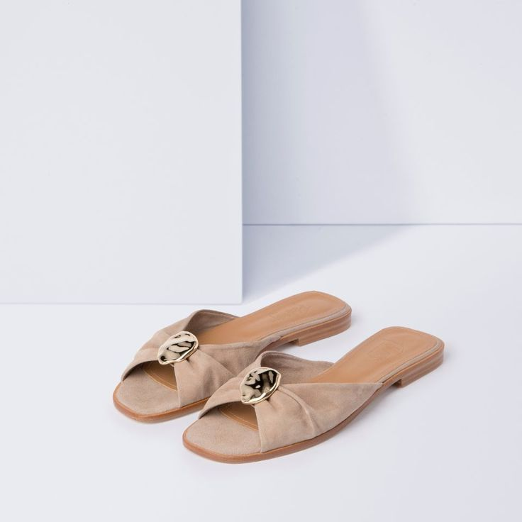 Handmade sandals made in Spain, upper in high-quality suede,insole in leather, outsole in PU, delivered with cotton dust bag and exclusive shoebox.