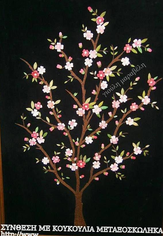 Κουκούλια και τέχνη. Πανό βελούδινο με κουκούλια και χρυσοκλωστές, που αναπαριστούν το δέντρο της ζωής.. Γιούλη Μαραβέλη-Χαλκίδα.Τηλ:22210-74152.