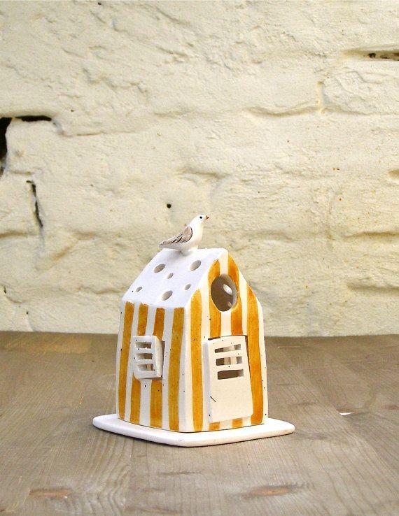 cabina portacandela in ceramica/piccola cabina bianca a strisce gialle con uccellino/oggetto per la casa fatto a mano/lanterna per il bagno by Alissanna #italiasmartteam #etsy