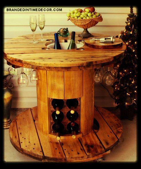 10 idées pour détourner une bobine de chantier / touret en bois - Inspiration et astuces de détournement en : table, miroir, bar, horloge, jardin..