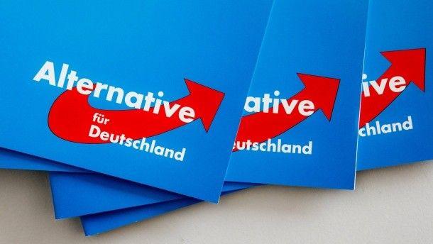 Nach Berlin-Wahl AfD in Umfrage drittstärkste Partei im Bund Kann Merkel mit ihrer Selbstkritik das Vertrauen der Bürger zurückgewinnen? Eine Mehrheit glaubt das nicht. Und: Würden die Deutschen am Sonntag wählen, würde die AfD im Bund die Grünen hinter sich lassen.
