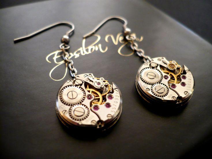 Bijoux boucles d'oreilles mécaniques, mouvements de montres anciennes. Upcycling, récup, recyclage de montres mécaniques. Crochets en acier chirurgical de haute qualité.