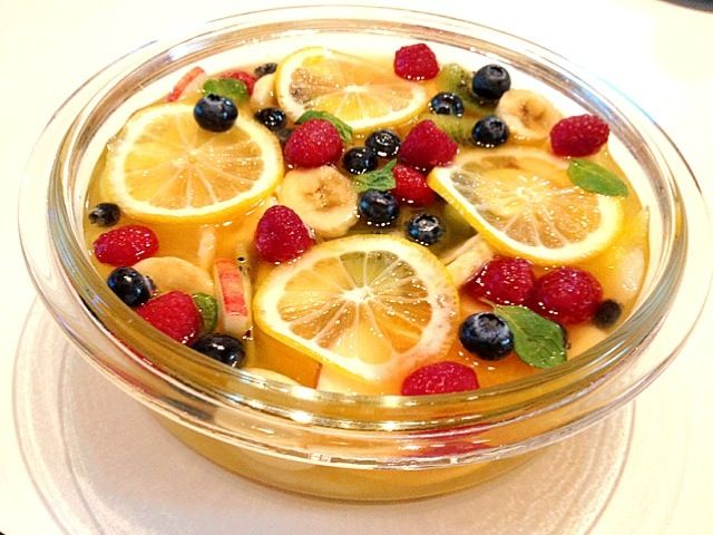 パッションフルーツのスープにたくさんのフルーツで♪ 甘酸っぱくて爽やか〜( ´ ▽ ` )ノ - 106件のもぐもぐ - マセドワーヌ  mac doine ☆ by miya0724