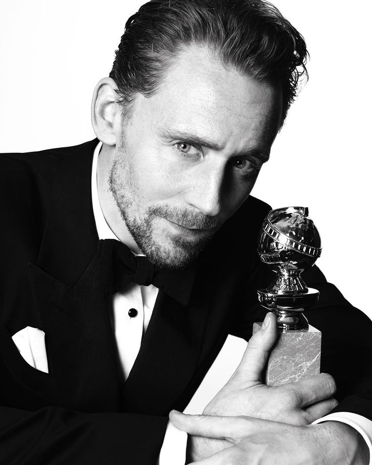 """goldenglobes: """"Best Actor in a Limited Television Series, Tom Hiddleston (@twhiddleston) for """"The Night Manager"""". Photo by @mertalas and @macpiggott."""" (https://www.instagram.com/p/BPB0E5yDA0C/?hl=es )"""